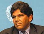 السيد برتاند رامشاران، المفوض السامي لحقوق الإنسان التابعة للأُمم المتحدة، بالنيابة ٢٠٠٣– ٢٠٠٤